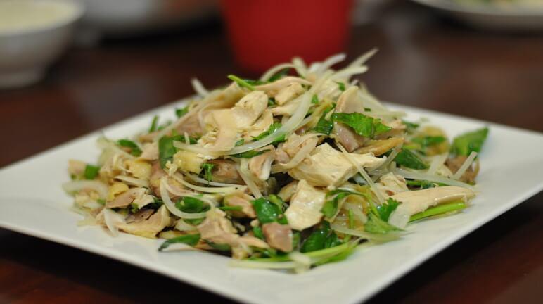 Cách làm gỏi gà rau răm thơm ngon đúng chuẩn