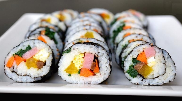 Cách làm cơm cuộn sushi Nhật Bản tại nhà