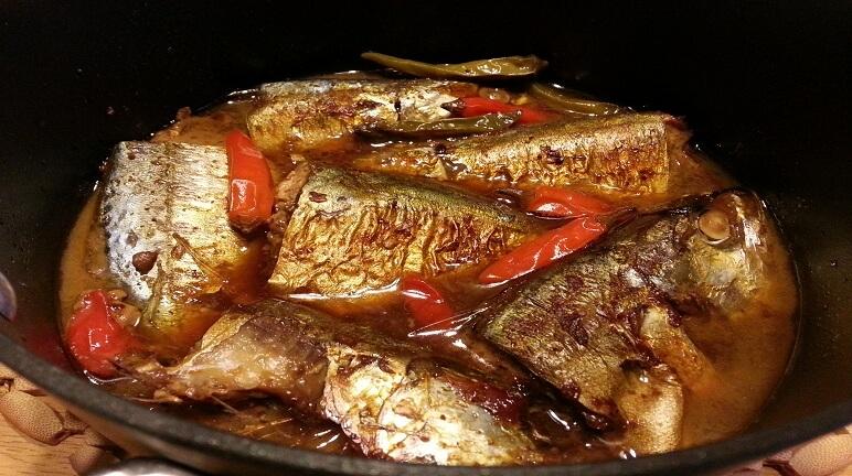 Cá bạc má kho lạt với cà chua ngon miệng cho bữa cơm gia đình