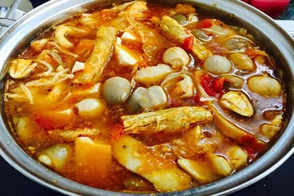 Chia sẽ cách nấu lẩu Thái chay đậm đà hương vị cho chị em