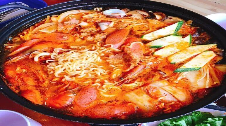 Cách nấu mì kim chi Hàn Quốc thơm ngon với vị caychua chua