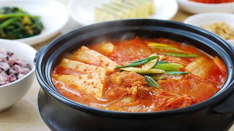 Cay nồng canh kim chi chua cay ngon đúng vị Hàn