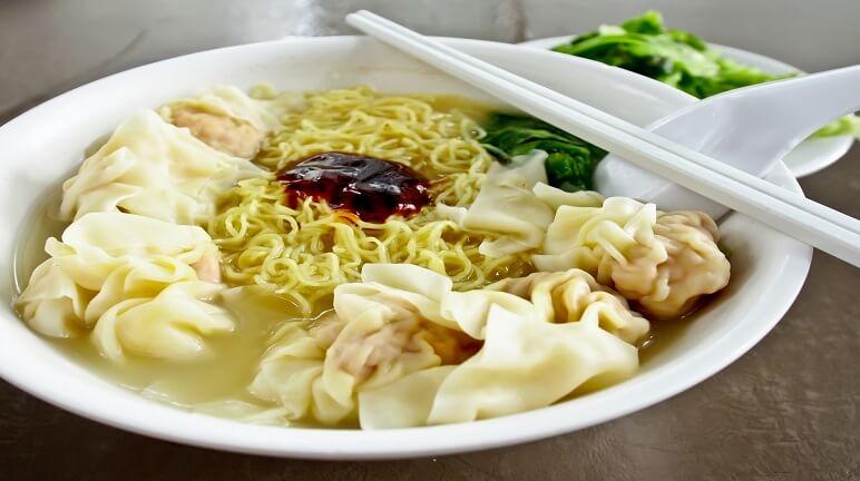 Mang hương vị đậm đà Trung Hoa vào nhà qua cách nấu nước lèo hoành thánh