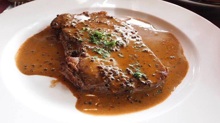 Cách làm bò bít tết sốt tiêu đen vị ngon không cưỡng nổi - Món Ngon