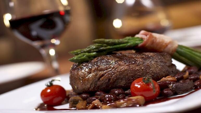 Bò nướng sốt vang đỏ cho món ăn thêm tinh tế và đánh thức vị giác