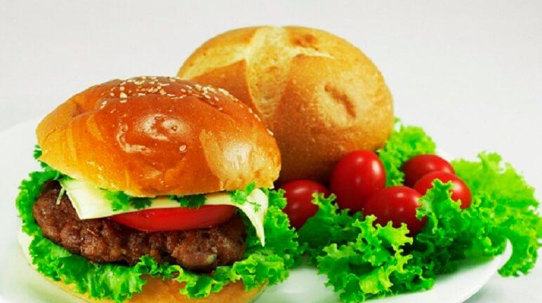 Cách làm bánh hamburger bò ngon tuyệt đối