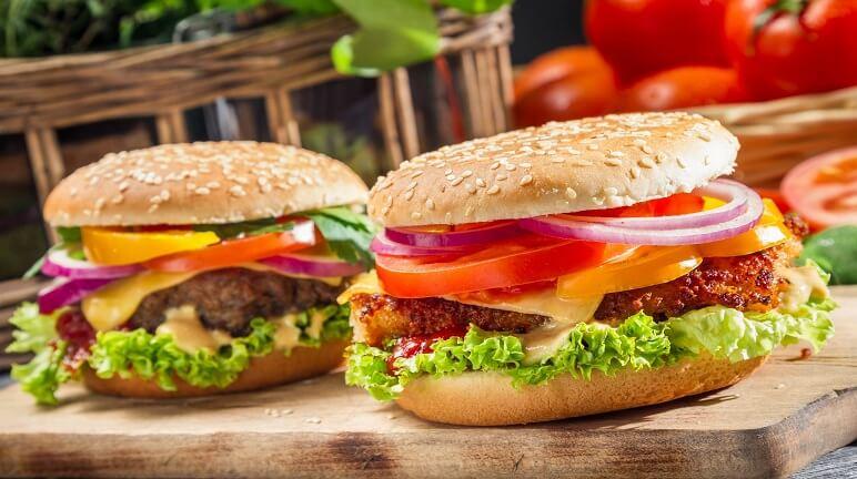 Cách làm bánh hamburger thịt heo ngon đúng điệu