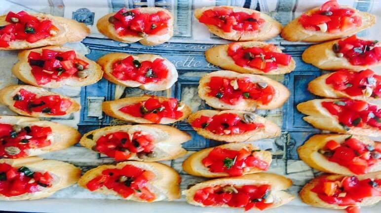 Món khai vị Bruschetta kiểu Ý cho bữa tiệc nhỏ