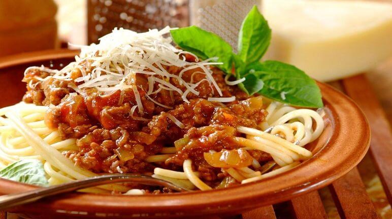 Cách nấu mỳ Ý sốt cay ngon trong những ngày trở gió