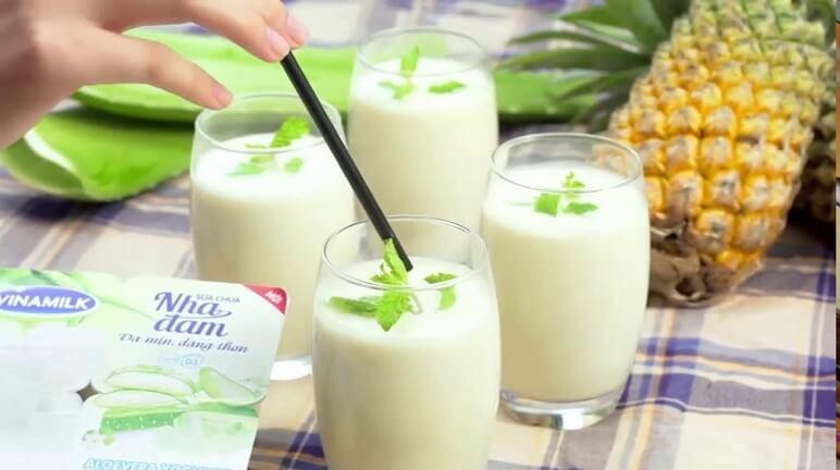 Cách làm sinh tố sữa chua ngon mát lành tại nhà