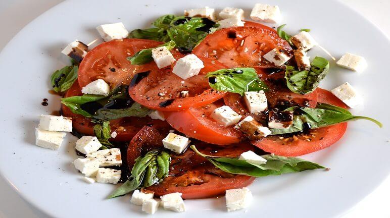 Cách thực hiệnmón salad cà chua với feta- làn gió mới dành cho gia đình bạn