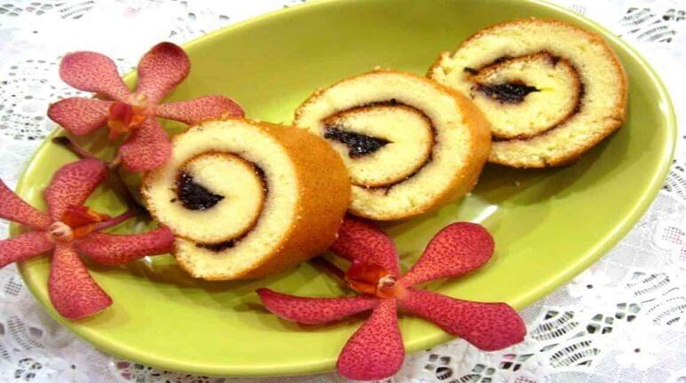 Tan ngay trong miệng khi nếm thử món bánh bông lan cuộn nhân khoai