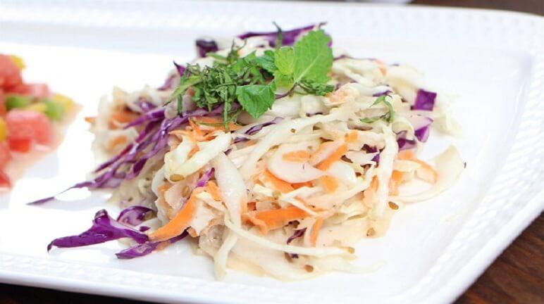 Thử ngay cách làm salad bắp cải siêu dễ tại nhà