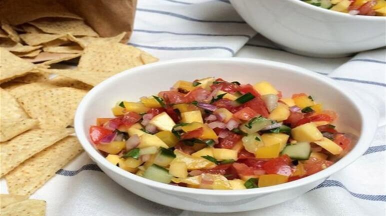 Salad cà chua thơm xoài chua ngọt, tươi mát cho ngày hè oi ả