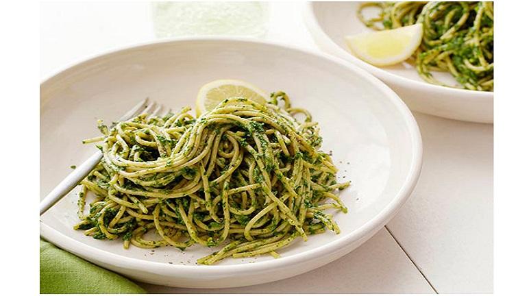 Cách làm mì spaghetti trộn nước sốt cải xoắn thật dễ dàng