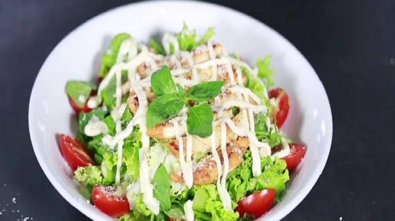 Cách làm salad gà trộn cực ngon miệng với hương vị hấp dẫn