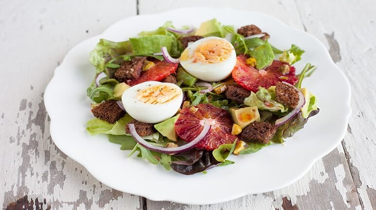 Cách làm Salad bơ trứng cút thơm ngon và bỗ dưỡng cho gia đình
