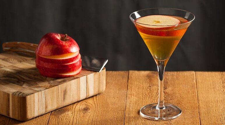 Hướng dẫn cách pha cocktail táo lê một cách độc đáo và mới lạ