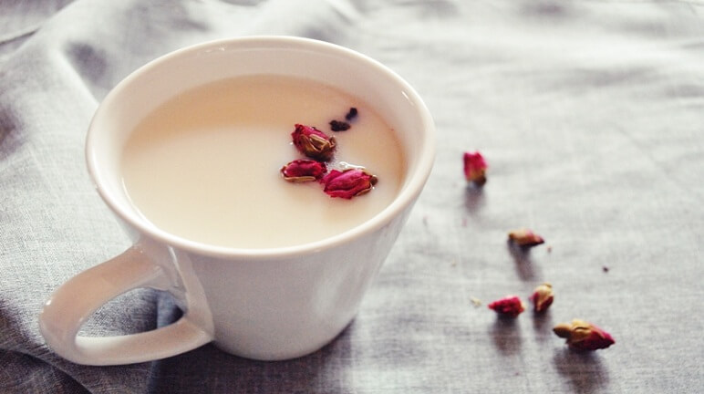 Cách làm trà sữa hoa hồng cho ngày mới thêm vui
