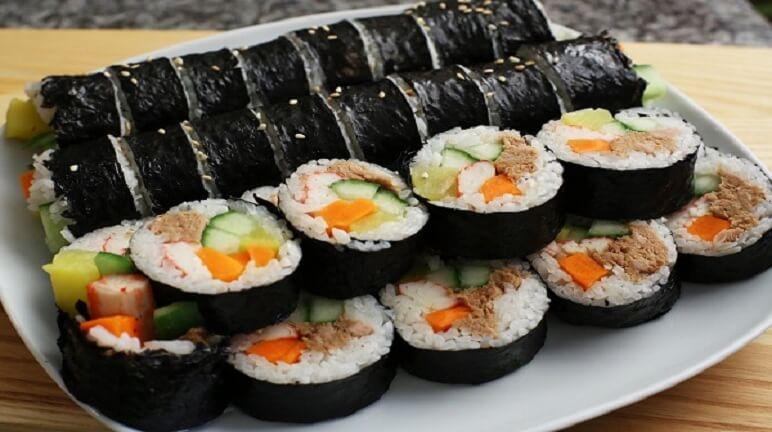 Hưỡng dẫn thực hiện cách làm sushi cuộn rong biển đơn giản ngay tại nhà