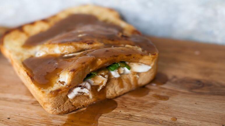 Cách làm bánh sandwich gà với sốt xoài ngon khó cưỡng