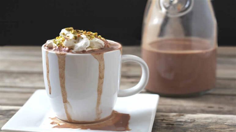 Bữa sáng nhanh gọn với món cacao nóng kem tươi