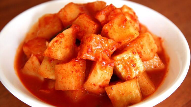 Cách làm kim chi củ cải Hàn Quốc đúng chuẩn và ngon miệng cho mùa lạnh