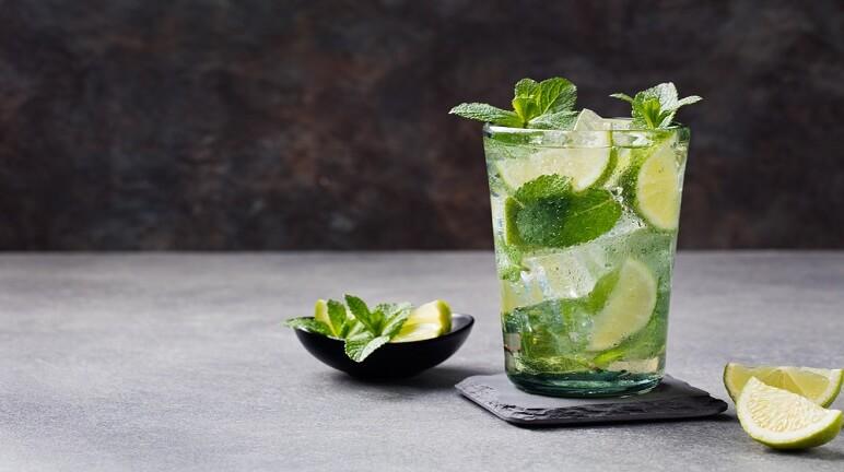 Cách làm cocktail mojito chanh bạc hà ngon đúng điệu