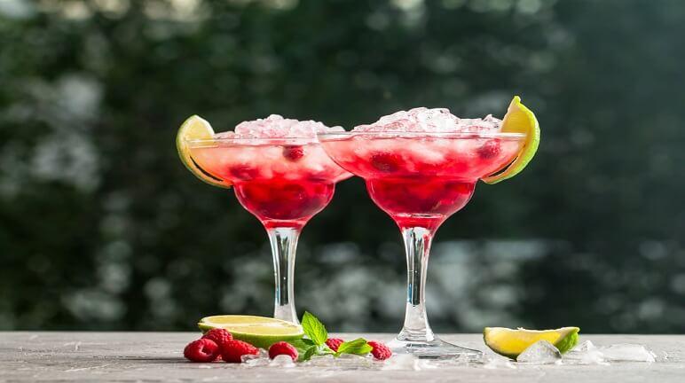 Tận hưởng mùa hè mắt lạnh với cách pha cocktail thơm ngon quyến rũ