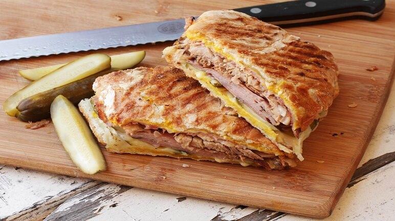 Bữa sáng nhanh chóng và ngon miệng với cách làm bánh mì sandwich kẹp thịt