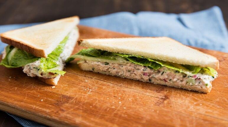 Làm sandwich nạp năng lượng cho bữa sáng ngon miệng