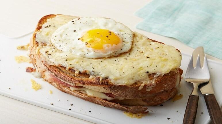 Cách làm bánh mì nướng cho bữa sáng thêm thú vị