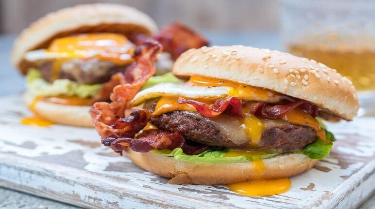 Thơm ngon hấp dẫn với hamburger bò mới lạ