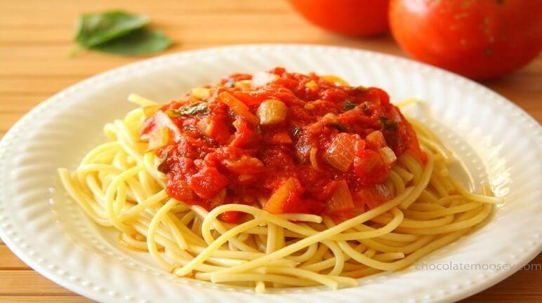 Đổi vị cho gia đình với cách làm mỳ Ý sốt cà chua đơn giản