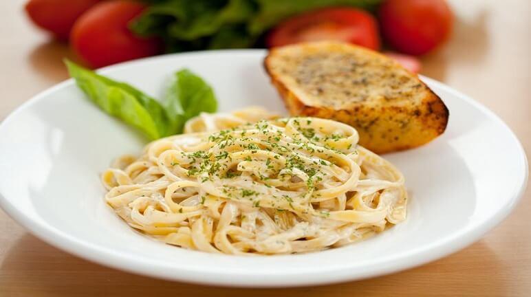 Hướng dẫn làm mì spaghetti phô mai thơm ngon và chuẩn vị Ý