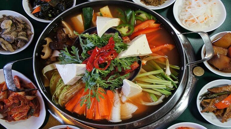 Hướng dẫn làm lẩu hải sản ngon kiểu Hàn Quốc đậm đà hương vị