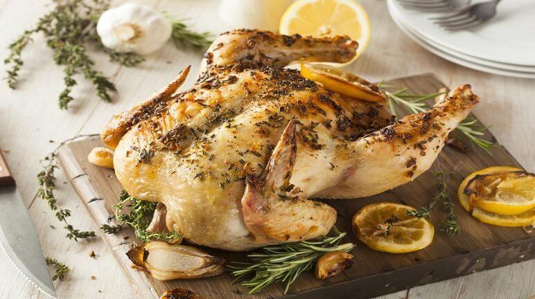 Thưởng thức món gà quay tiêu nước dừa hấp dẫn từ hương vị đến màu sắc
