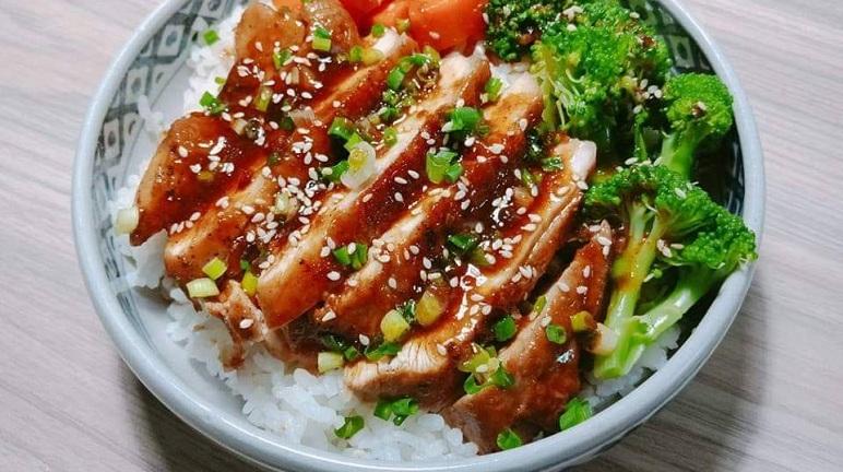Chán cơm gà truyền thống, hãy thử ngay món cơm gà kiểu Nhật, đảm bảo ăn là mê