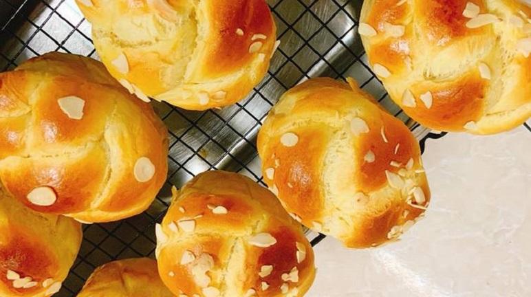 Cách làm bánh mì hoa cúc bằng nồi chiên không dầu của vợ đảm