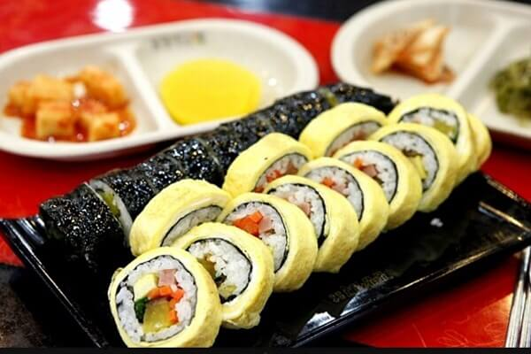 Cách làm 4 món cơm cuộn sushi cực đơn giản, cực ngon tại nhà
