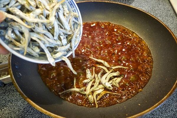 Cách làm cá cơm rang chua ngọt thơm ngon dễ làm - Món Ngon