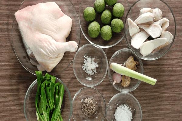 Nguyên liệu cho món vịt om sấu nước dừa.