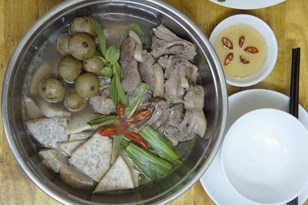 Món vịt nấu sấu nước dừa ngon hấp dẫn.